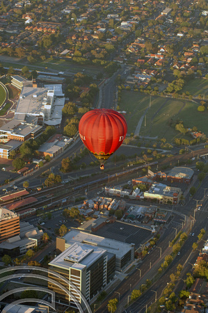 FDG04867. Melbourne seen from another hot air balloon. Australia. 1.2.07.
