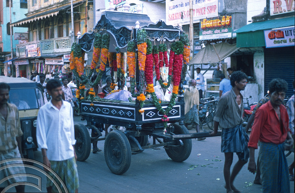 T6585. Funeral procession. Pondicherry. Tamil Nadu India. 28th January 1998