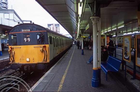 11712. 205018. Working ECS to Selhurst. East Croydon. 07.02.2003