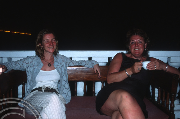 17247. Lynn and Alison. Galle Face Hotel. Colombo. Sri Lanka. 10.01.04