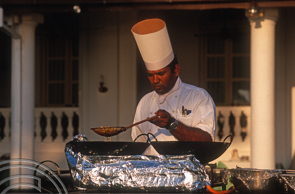 17239. Chef cooking. Galle Face Hotel. Colombo. Sri Lanka. 10.01.04